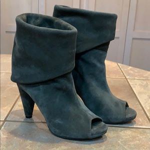Leather Vince Camuto slouch booties flaw